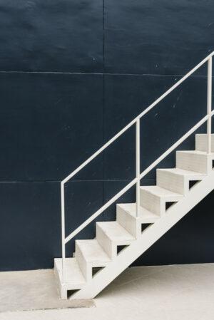 Выбор металлической лестницы на второй этаж